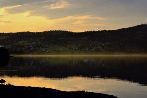 Sensommar-magi i Häggsjövik. Foto © flyttatillfjallen.se