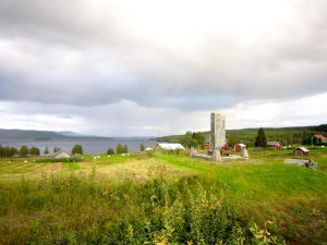 Minnesstenen i Häggsjövik. Foto © Olaf L.