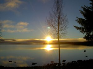 Soluppgång över Hotagssjön. Foto © Maritha Grelsson.